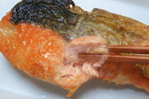 鮭、離乳食のために取り分け