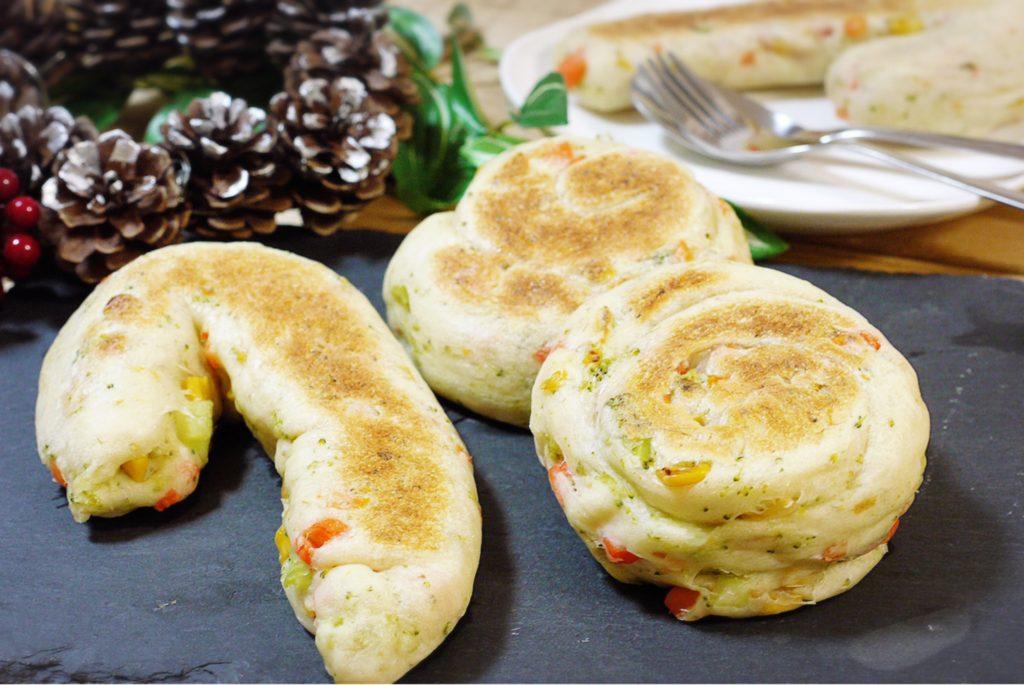 フライパンで焼くパン 野菜パン クリスマス パン